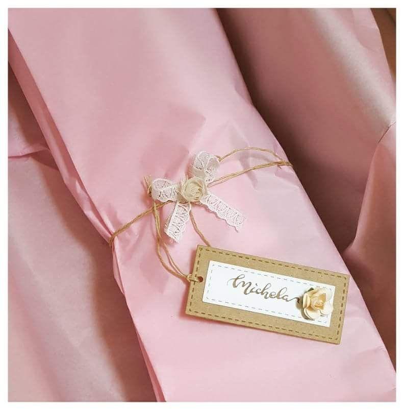 Confezione regalo con tag personalizzata