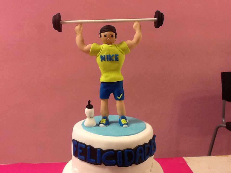 Gym cake pastel fondant gimnasio pinterest for Gimnasio 5 dragones