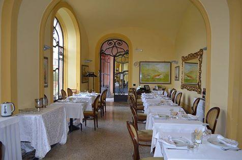 """La Splendida Sala del Ristorantino di Cucina Tradizionale Partenopea e Campana, situato all'interno di """"Villa Signorini"""", """"Le Nuvole""""!!!"""