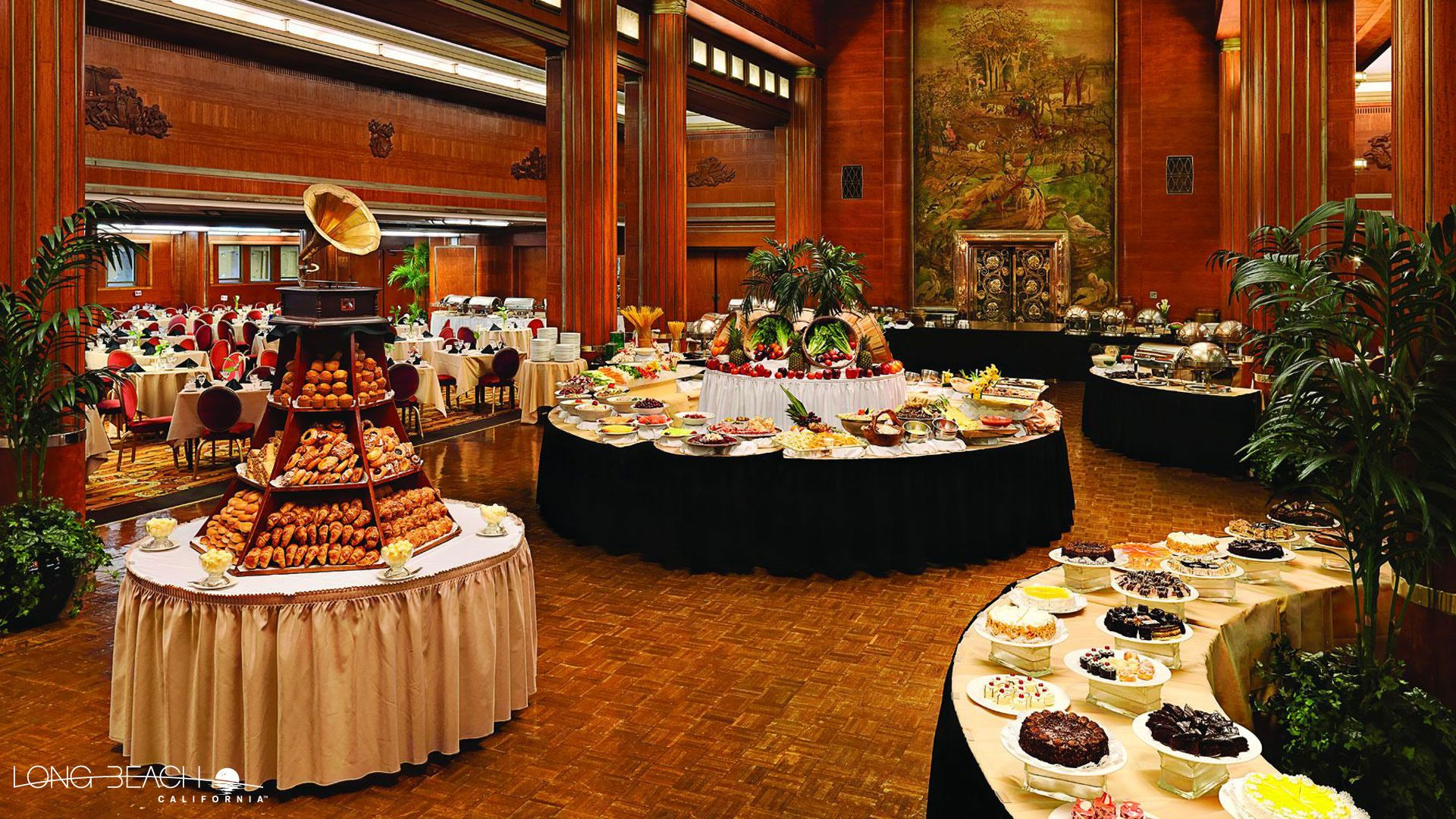 Enjoy A Scenic Sunday Brunch At The Queen Mary Reef Fuego Hotel Maya Or Queensview Steakhouse