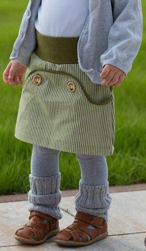 Coudre une jupe fille avec des boutons avec le motif Jupe boutonnée Lütter Vérifiez plus à h …   – Mila und Paula