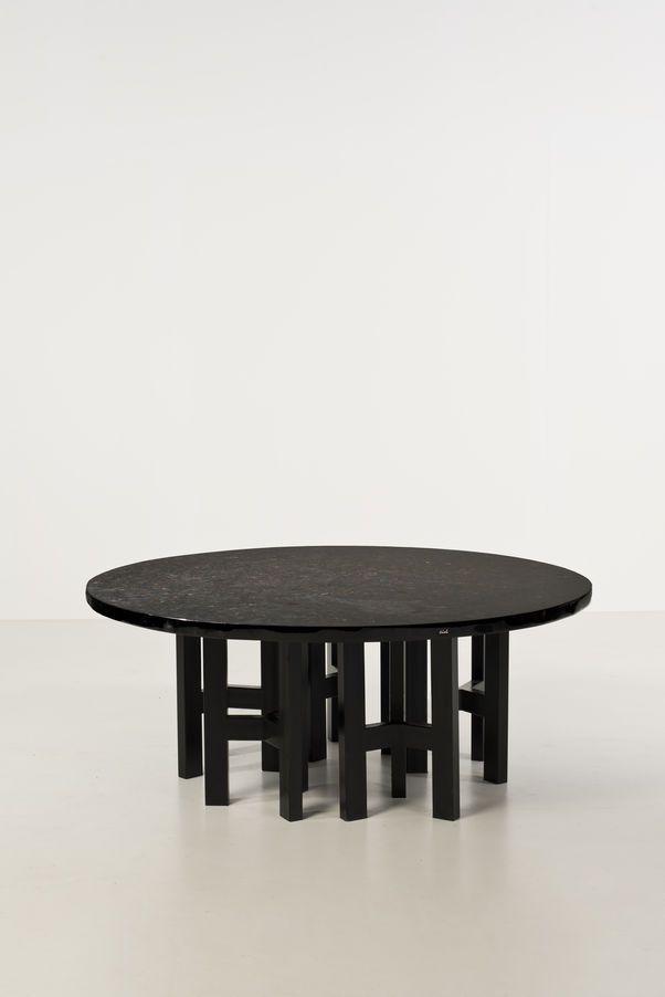 Piasa Ado Chale (né en 1928) Table de salle à manger Hématite et résine, métal laqué Signée Date de création : vers 1970 H 73,5 × Ø 181 cm