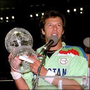 First Of All My Most Favourite Imran Khan And That S The Moment When Pakistan Won The 1992 Worl Pakistan Cricket Team Cricket World Cup Imran Khan Pakistan