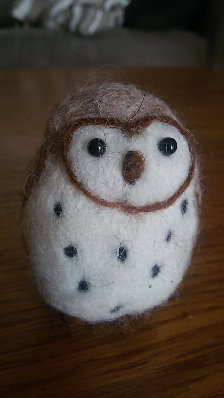 Lechuza de lana cardada, needle felted barn owl