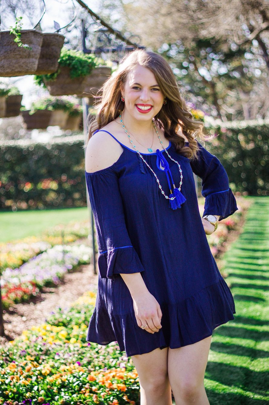 Senior pictures at the Dallas Arboretum by Holly Grace Photography