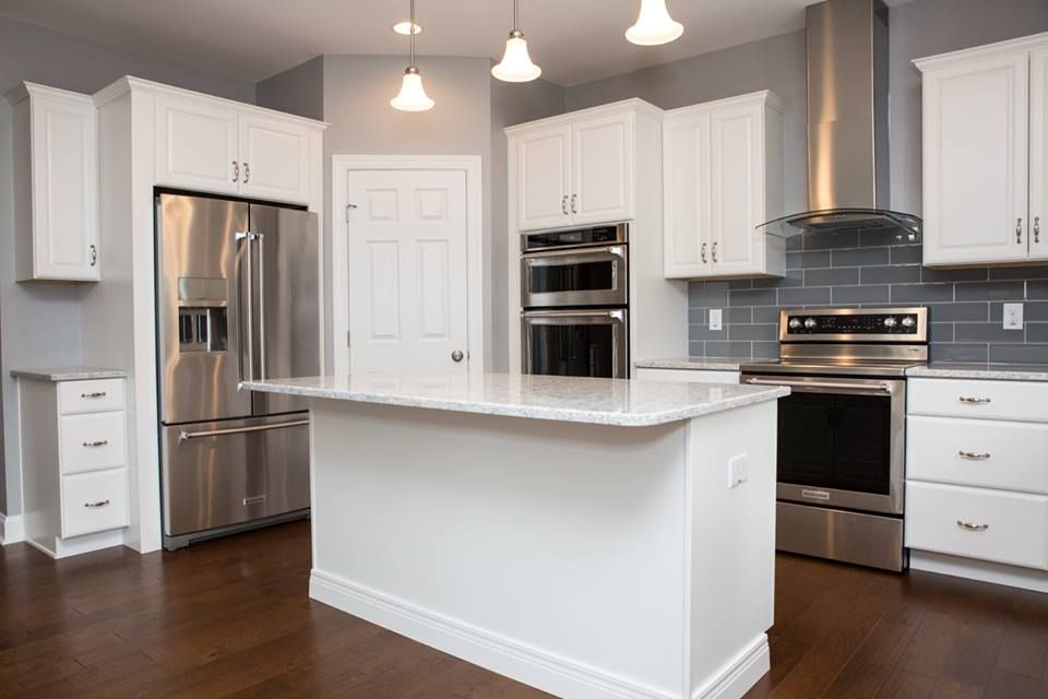 A Fresh And Clean Style With Brigth White Cabinetry Stainless Steel Appliances And Gloss Tile Kitchen Cabinets White Cabinetry Kitchen Cabinets Showroom
