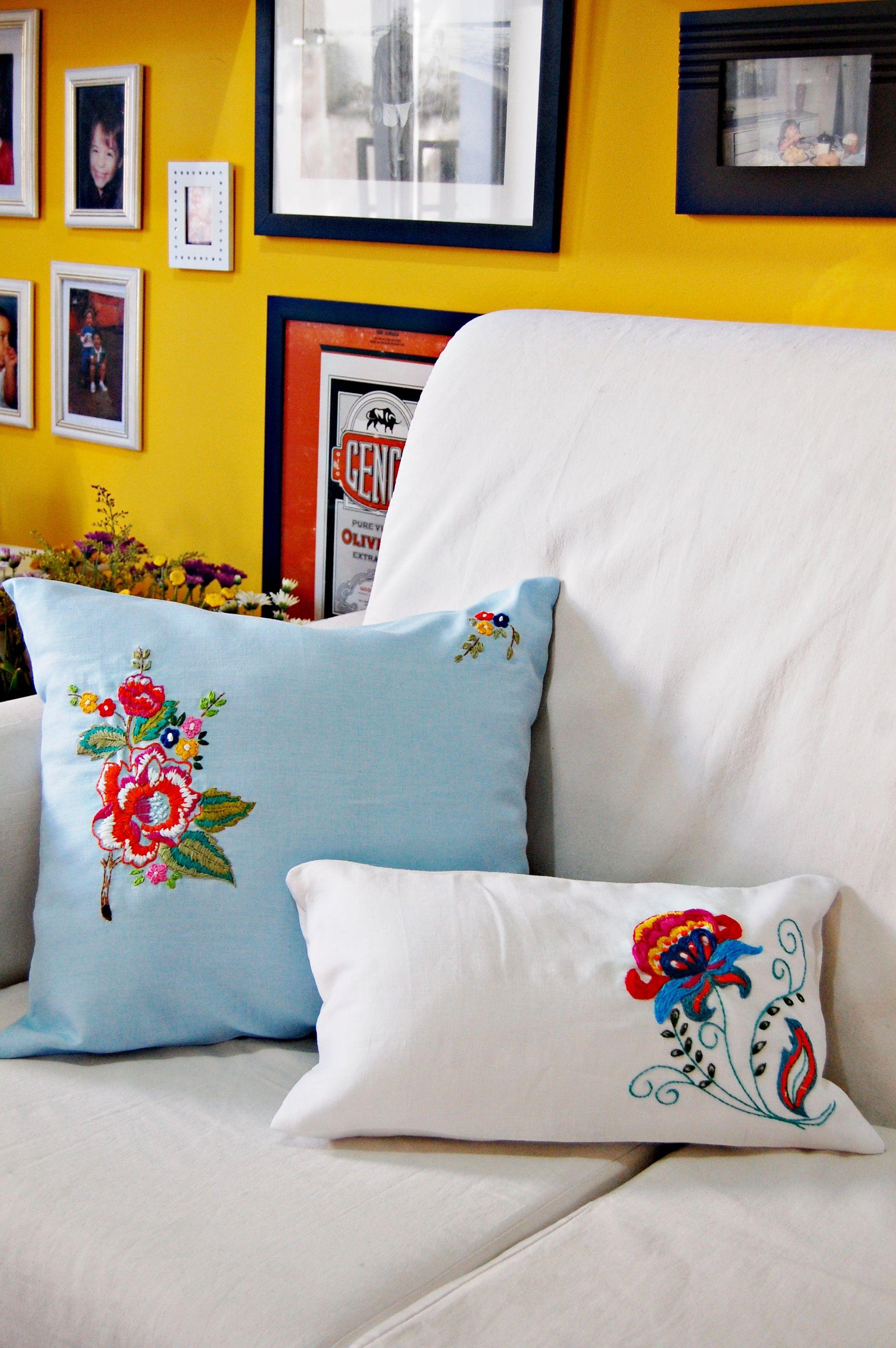 almofadas bordadas à mão. www.brigite.com.br