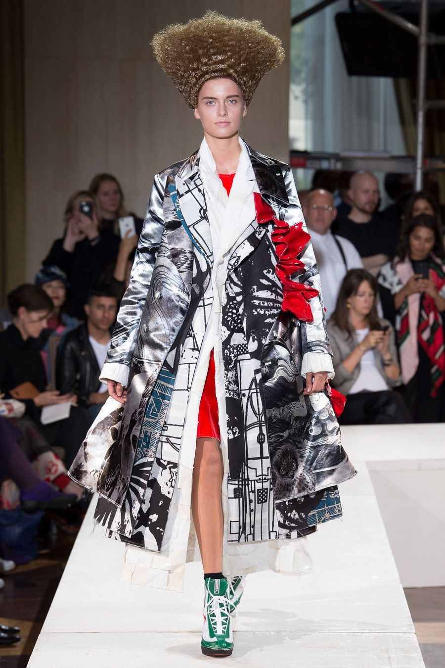 9cf0ff0dc87b Comme des Garçons Spring 2018 Ready-to-Wear Fashion Show in 2019 ...