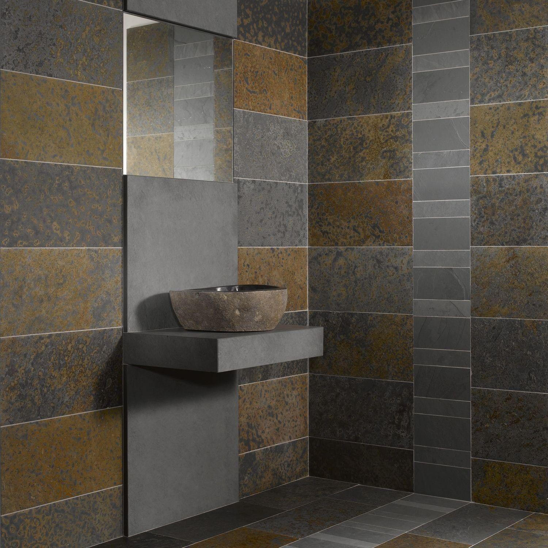 salle de bain couleur rouille avec