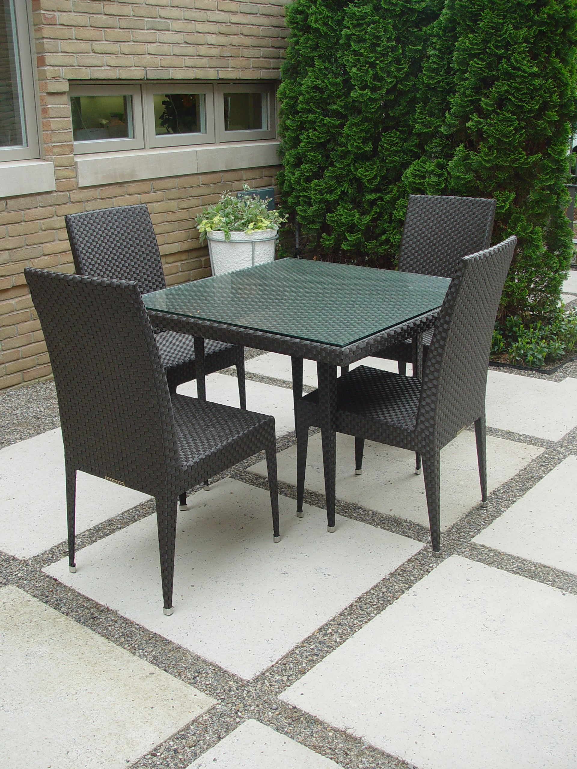 Contemporary resin garden furniture garden furniture - Practical and affordable contemporary plastic garden furniture ...