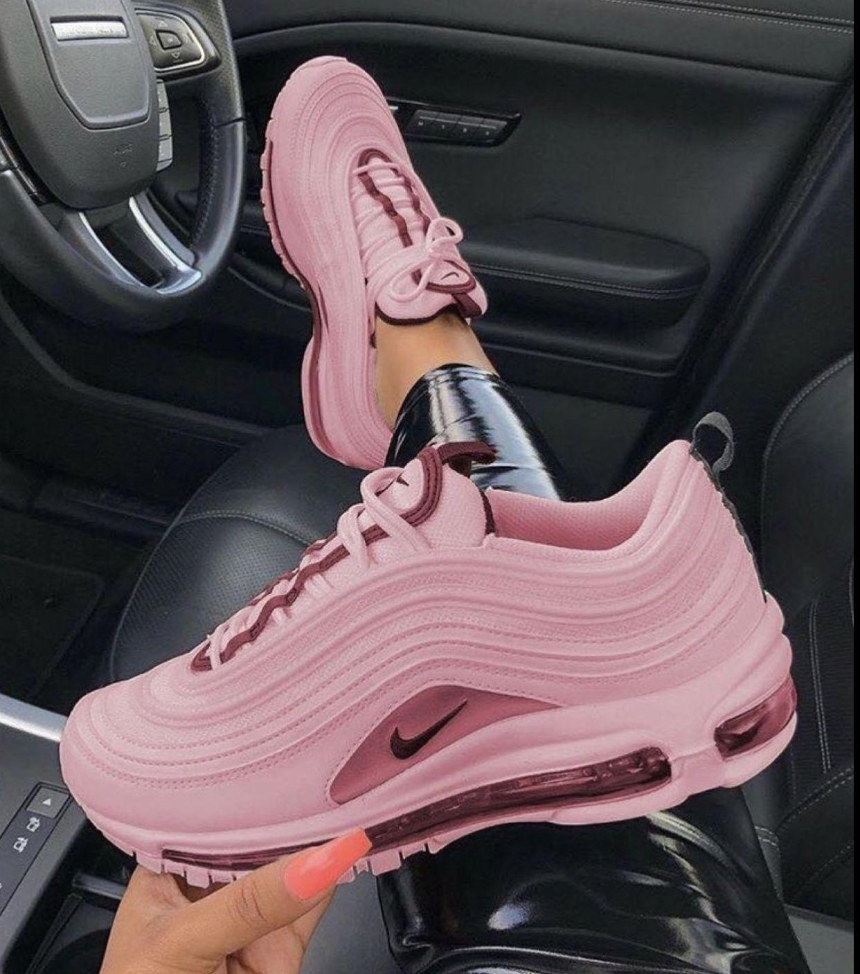 Pin de Delia Maria en Meeee en 2020 | Zapatos nike mujer ...