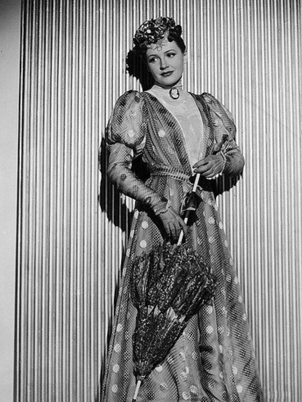 pics Rosa Rosal (b. 1931)