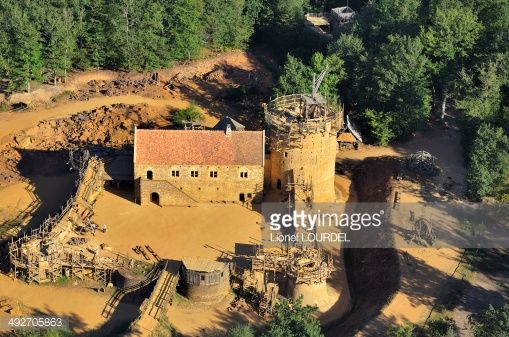 Stock Photo : France, Bourgogne, Yonne (89), Treigny, castle of Guedelon, medieval construction site, construction of a fort, according to techniques and materials used in the Middle Ages, the aerial view