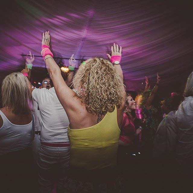 Celebrate the festive season with 80s, 90s & 00s hits from a fantastic live band at our Boogie Nights! 😀 22nd or 23rd December - book now, link in bio ⬆️ • • • #SafariVenues #BoogieNights #ChristmasParty #80s #90s #00s #Party