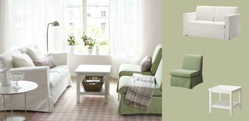 SANDBY-sohva, jossa valkoinen Blekinge-päällinen, ja SANDBY-lepotuolit, joissa vihreä Blekinge-päällinen