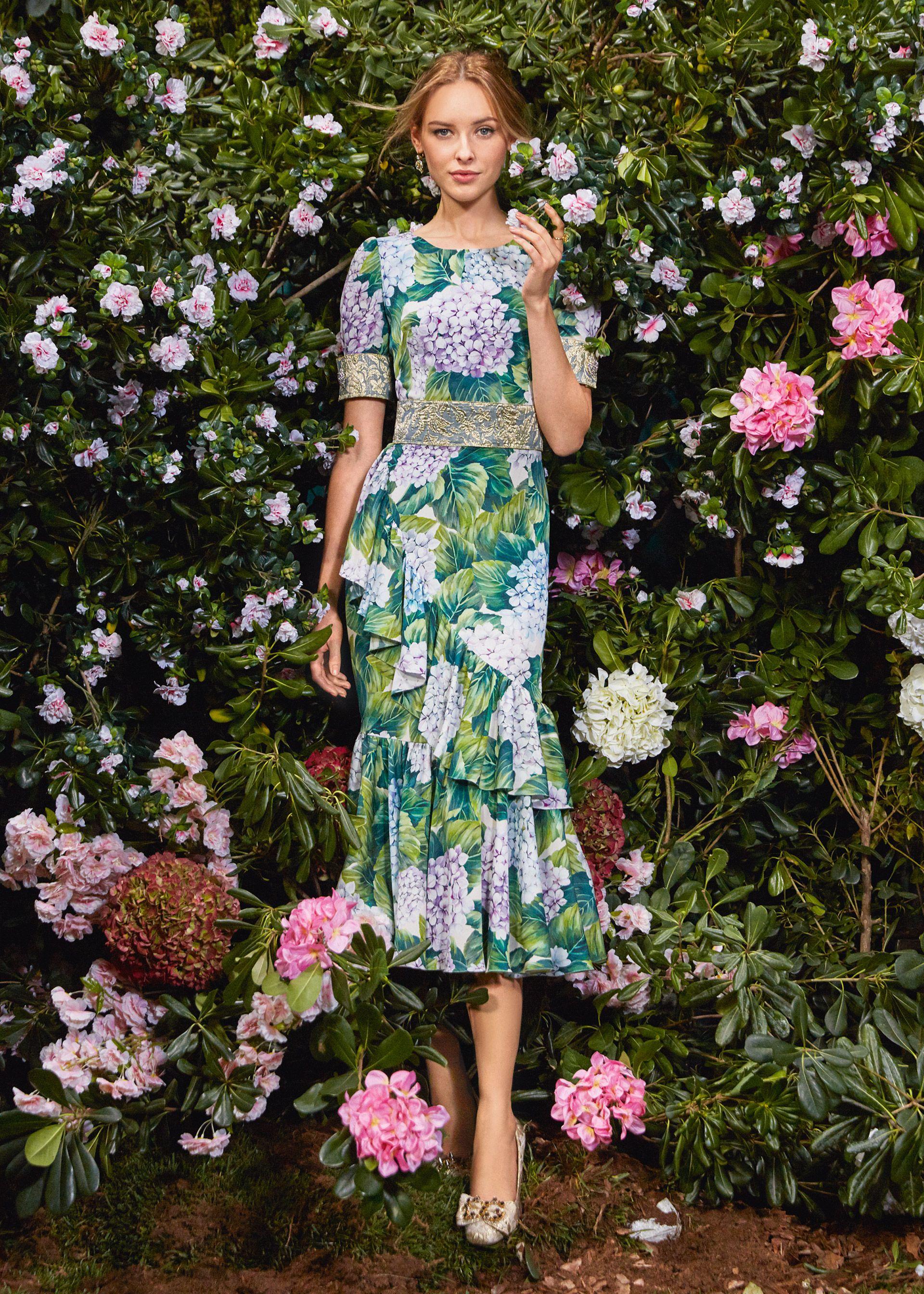 Scopri Dolce   Gabbana Collezione Donna Autunno Inverno 2017-18 Ortensia e  lasciati ispirare. 8ab4b799d6a