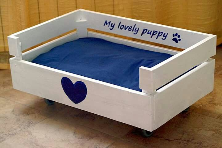 Cuccia per il cane di legno fai da te idee fai da te for Impermeabile per cani fai da te