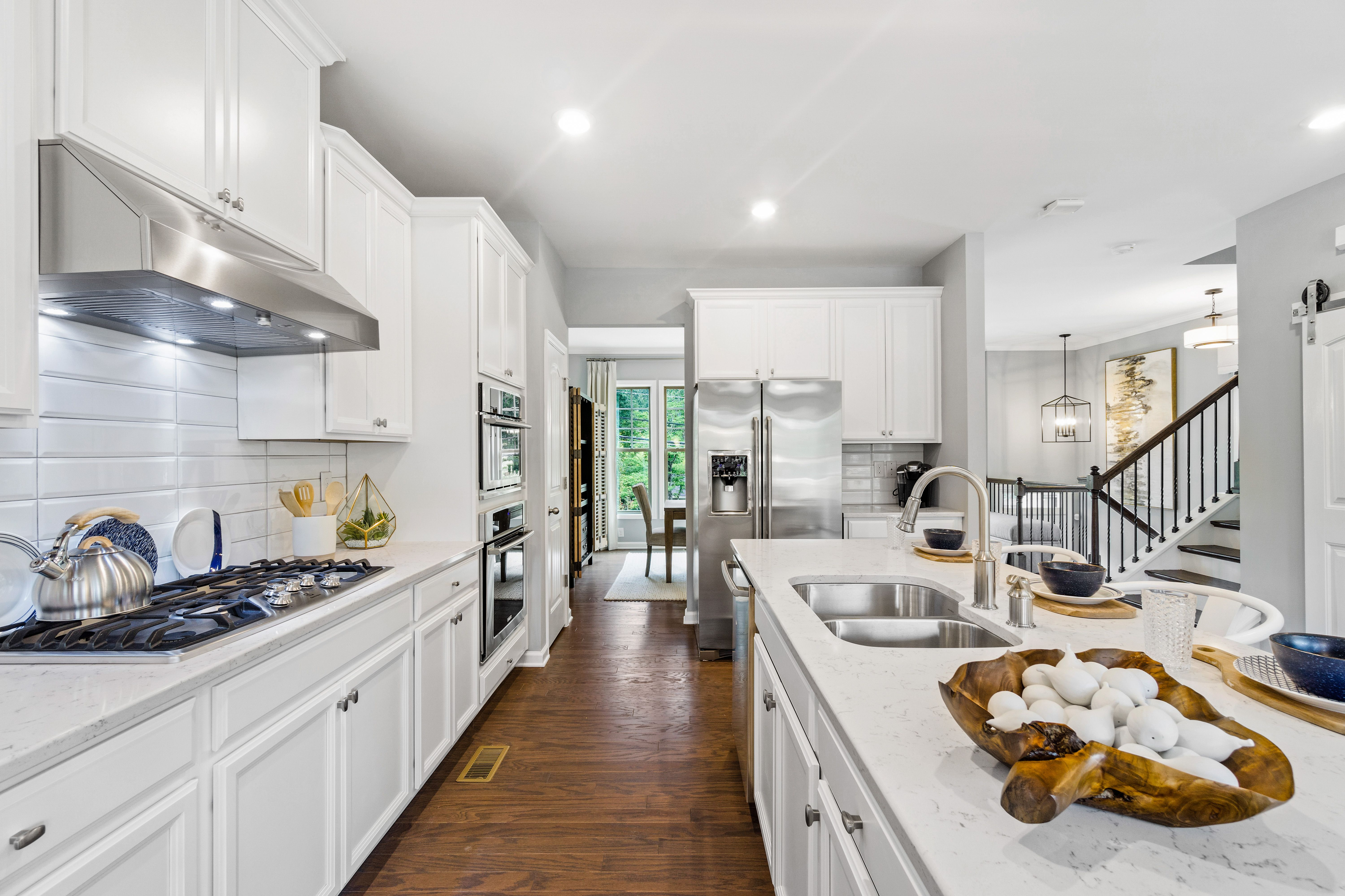Good Morning Atlanta Would Cleaning Seem Like Such A Chore If You Had This Hardwood Floor Http Spr Ly 6496dxbu4 New Homes Home New Homes For Sale