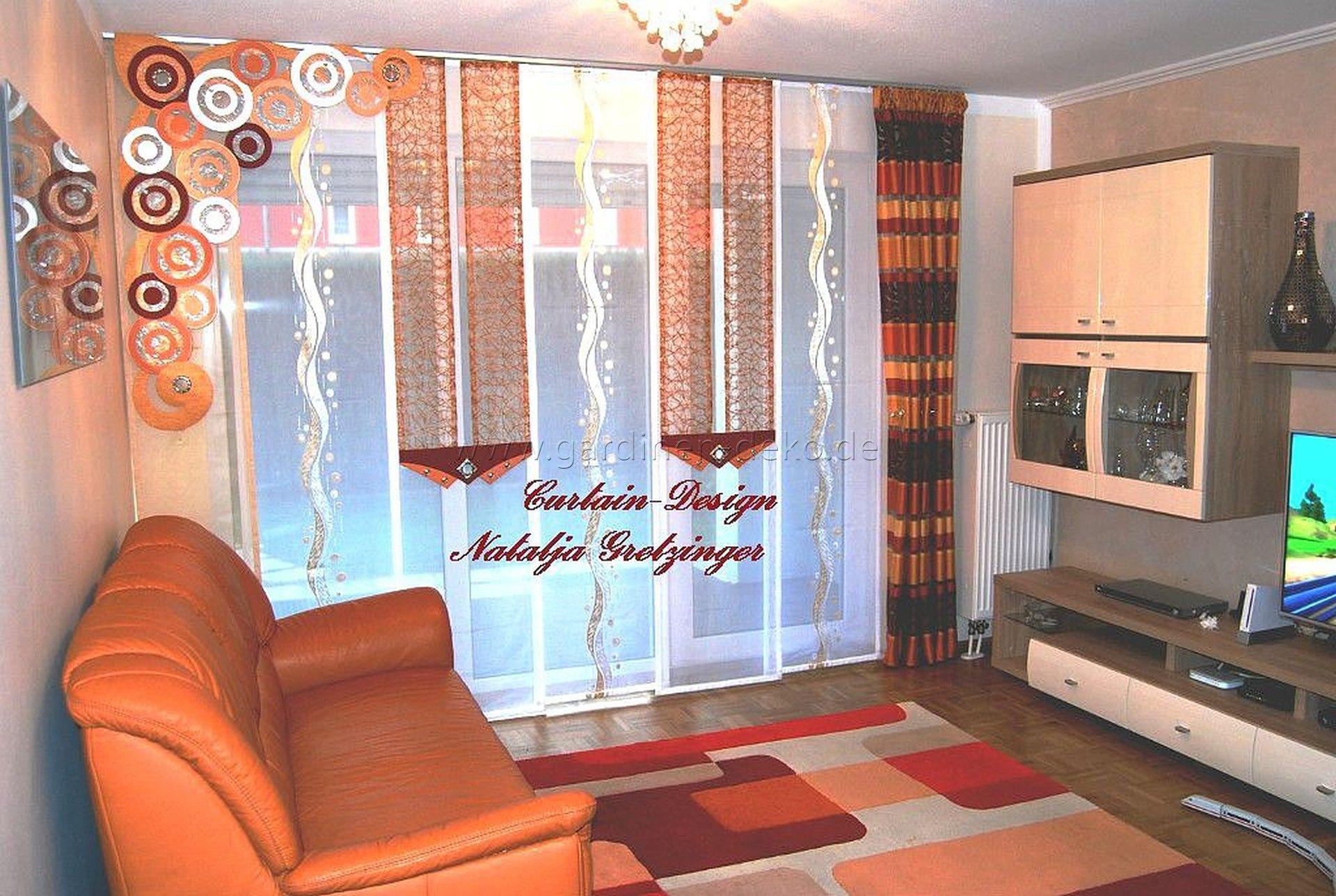 Moderner Schiebevorhang mit Dekoelementen und bordeauxrot-dunklem Schal - http://www.gardinen-deko.de/moderner-schiebevorhang-mit-dekoelementen-und-bordeauxrot-dunklem-schal/