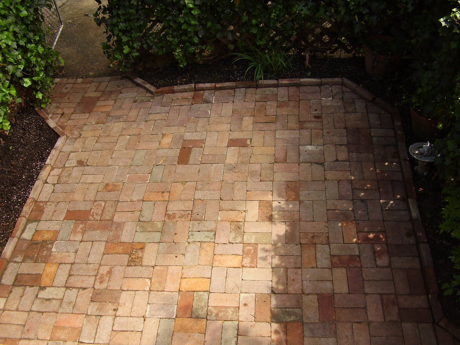 Basketweave Brick Pattern (Dry Laid) W Raised Border