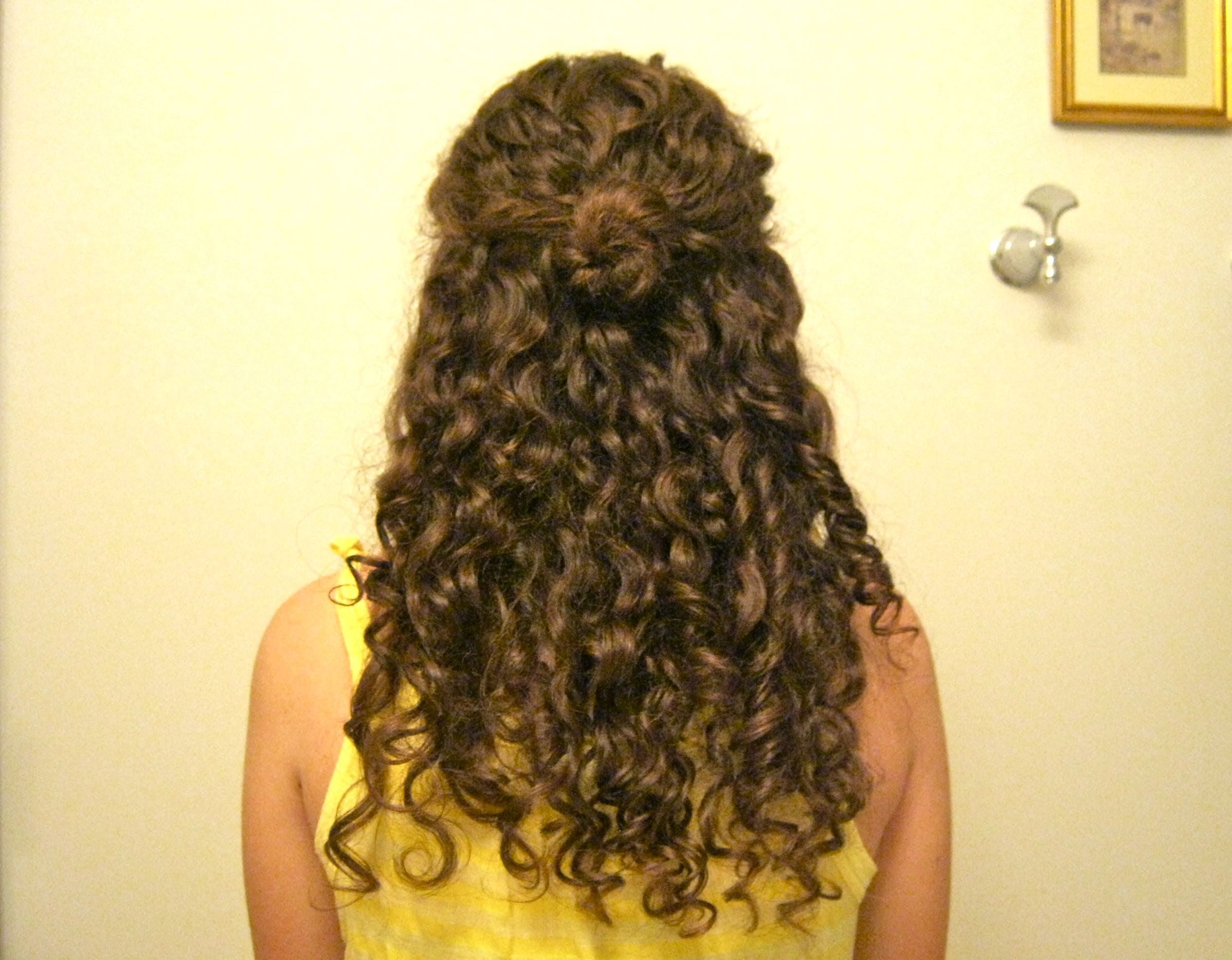 Hairstyles For Curly Hair Half Up Curly Hairstyles Hairstylesforcurlyhair Curly Hair Styles Curly Natural Curls Curly Hair Styles Naturally