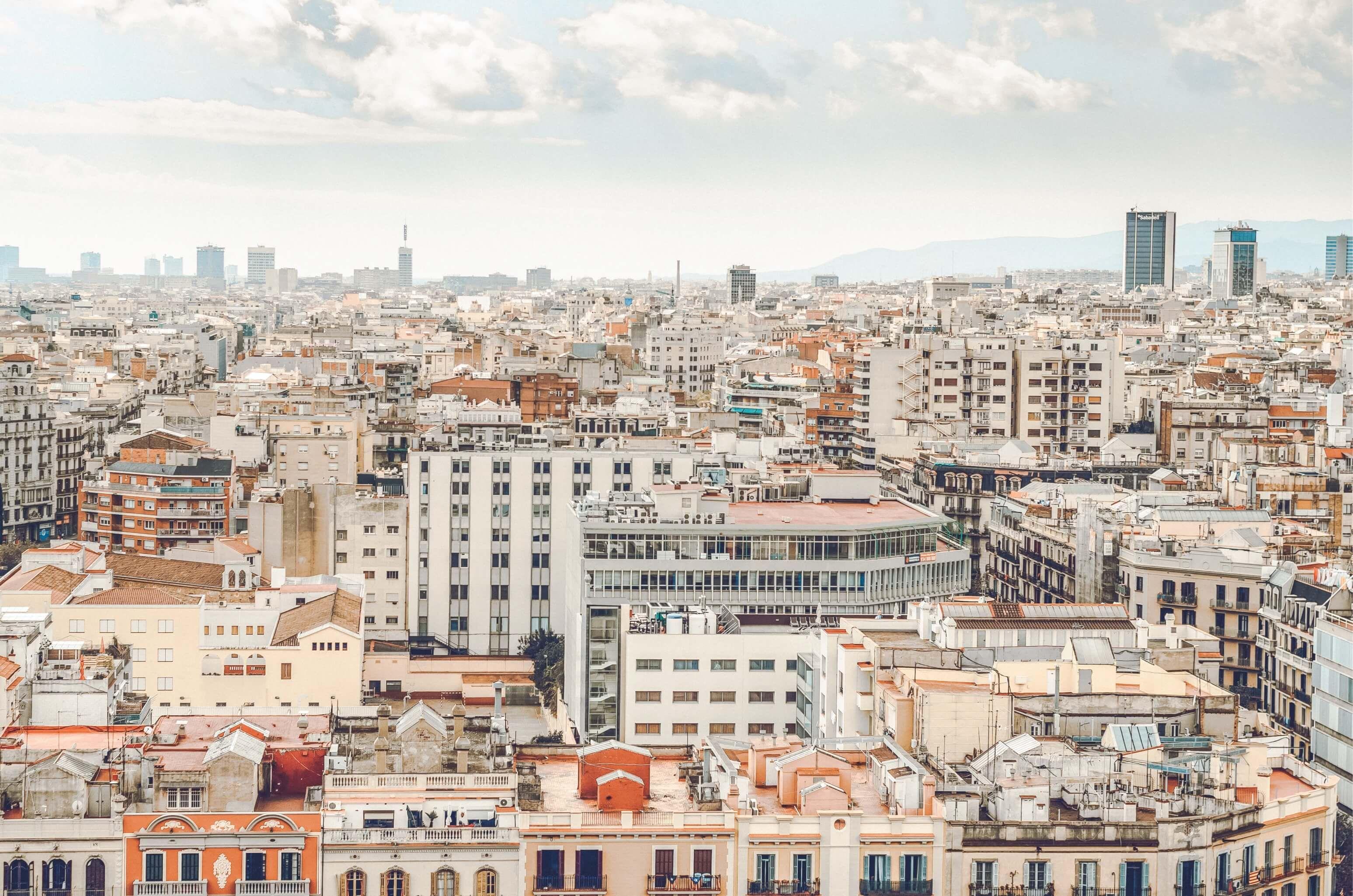 barcelona heeft het allemaal stad strand cultuur architectuur en een geweldig uitgaansleven deze bruisende spaanse stad is in 2020 reisfoto s barcelona reisideeen pinterest