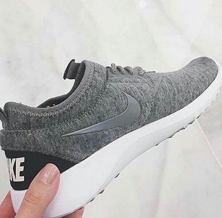 Ich suche schon seit längerer Zeit nach diesen Schuhen. Ich weiß nicht, ob ich dafür auf der richtigen Website bin, aber ich brauche hilfe.  Weiß jemand wie diese Schuhe heißen und bestenfalls auch wo man diese erwerben kann?