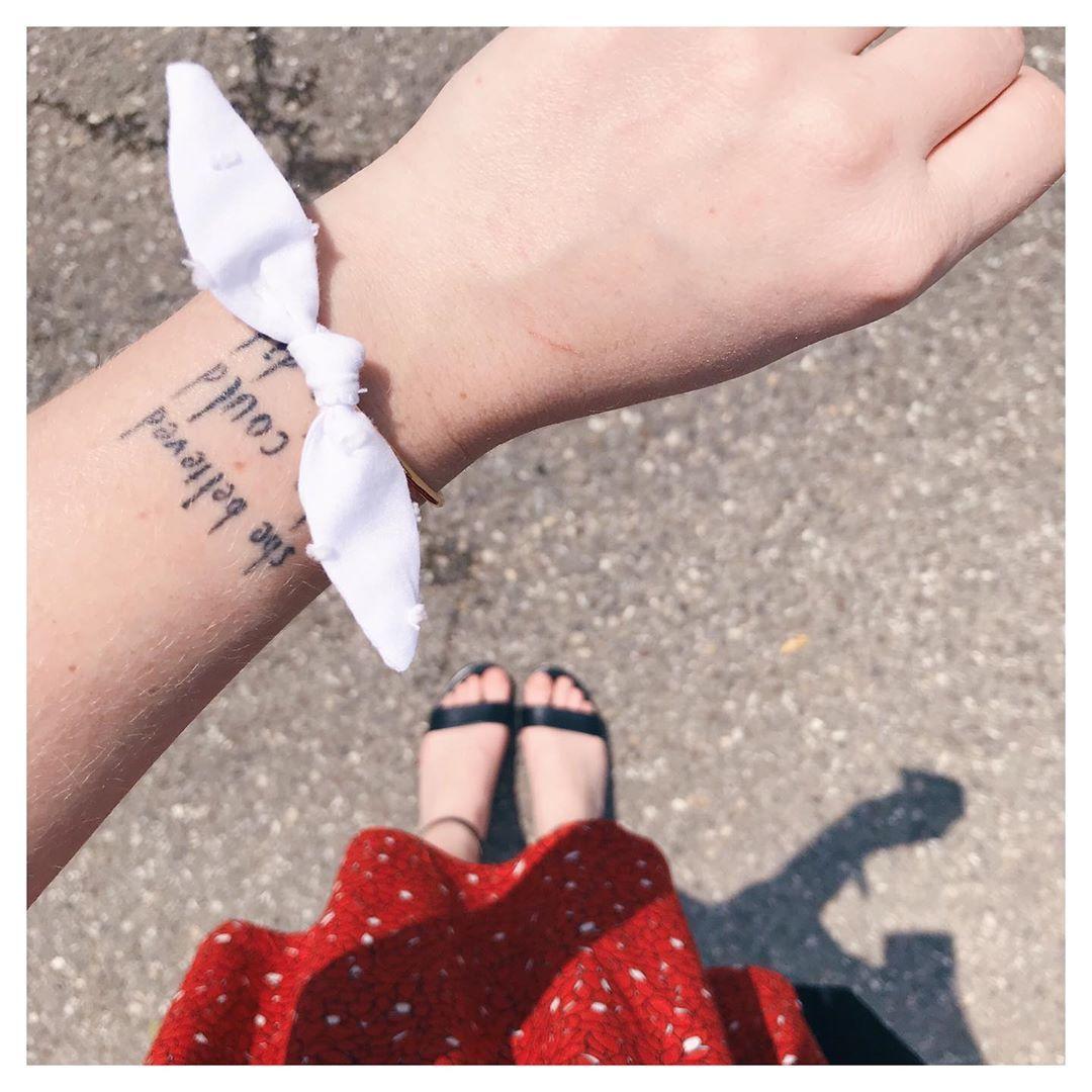 Ce petit bracelet qui va clairement avec tout ✨ - #handmadejewellery #abasleschutes #jecoudspourmoi #coutureaddict #passioncouture #sewingtime #sewingaddict #ilovesewing #memadeeveryday #memademay2019  #memademay #sewistsofinstagram #jecoudsdoncjesuis #sewersofinstagram #isew #pictureoftheday #picoftheday #dailyfashion #instadaily #dailypic #dailypicture #upcycling #upcyclingfashion #upcyclinglife #isew #ootd #outfitinspiration #jeweloftheday #etsy #etsyseller