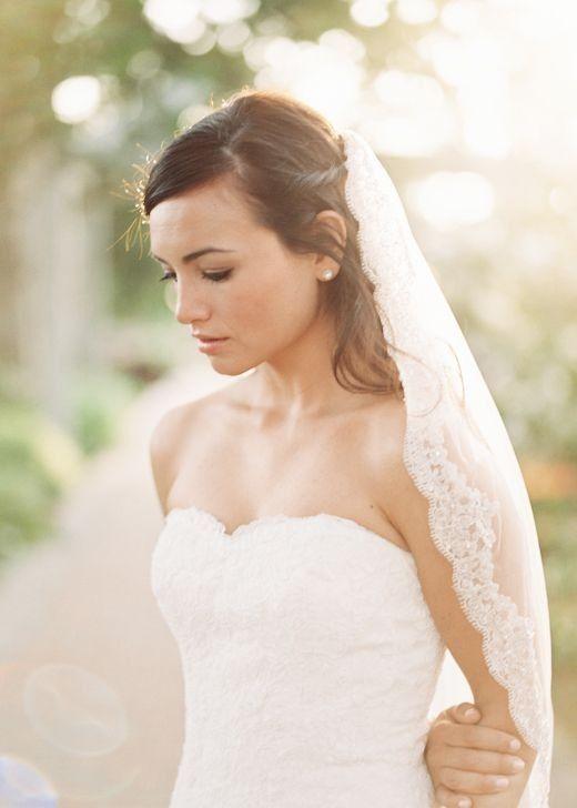 53e3d357a000 acconciatura matrimonio velo - Cerca con Google Abito Da Sposa
