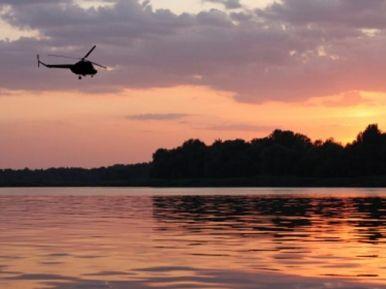 Helikopterilento illalla