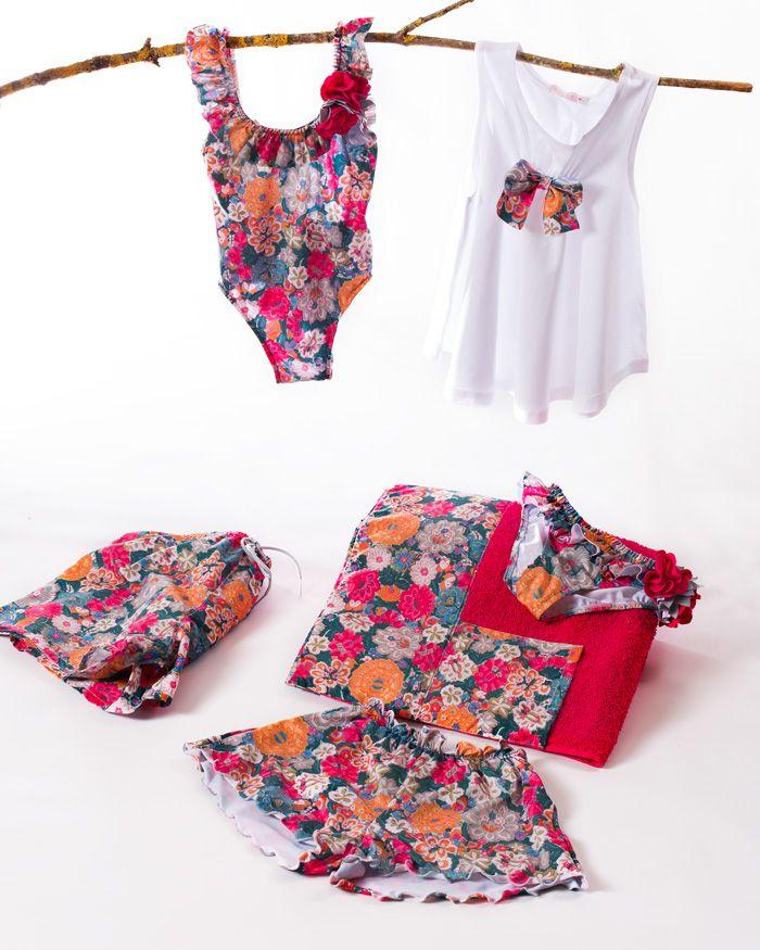 439fb75e285f Conjunto de bañador, short, camiseta y toalla fucsia. Desde la talla ...