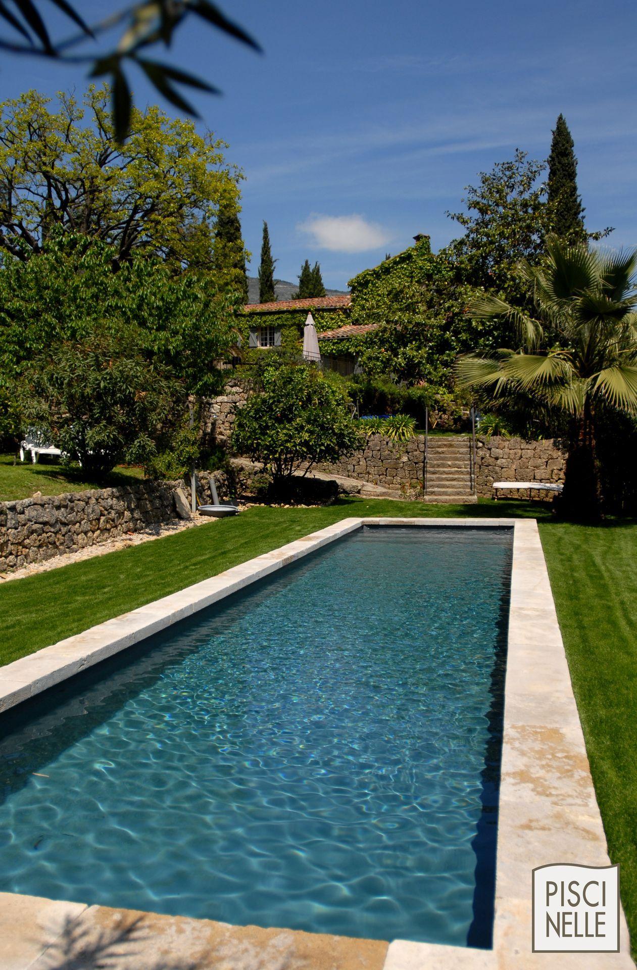 Piscine forme bassin de nage traditionnel piscinelle la for Liner bassin