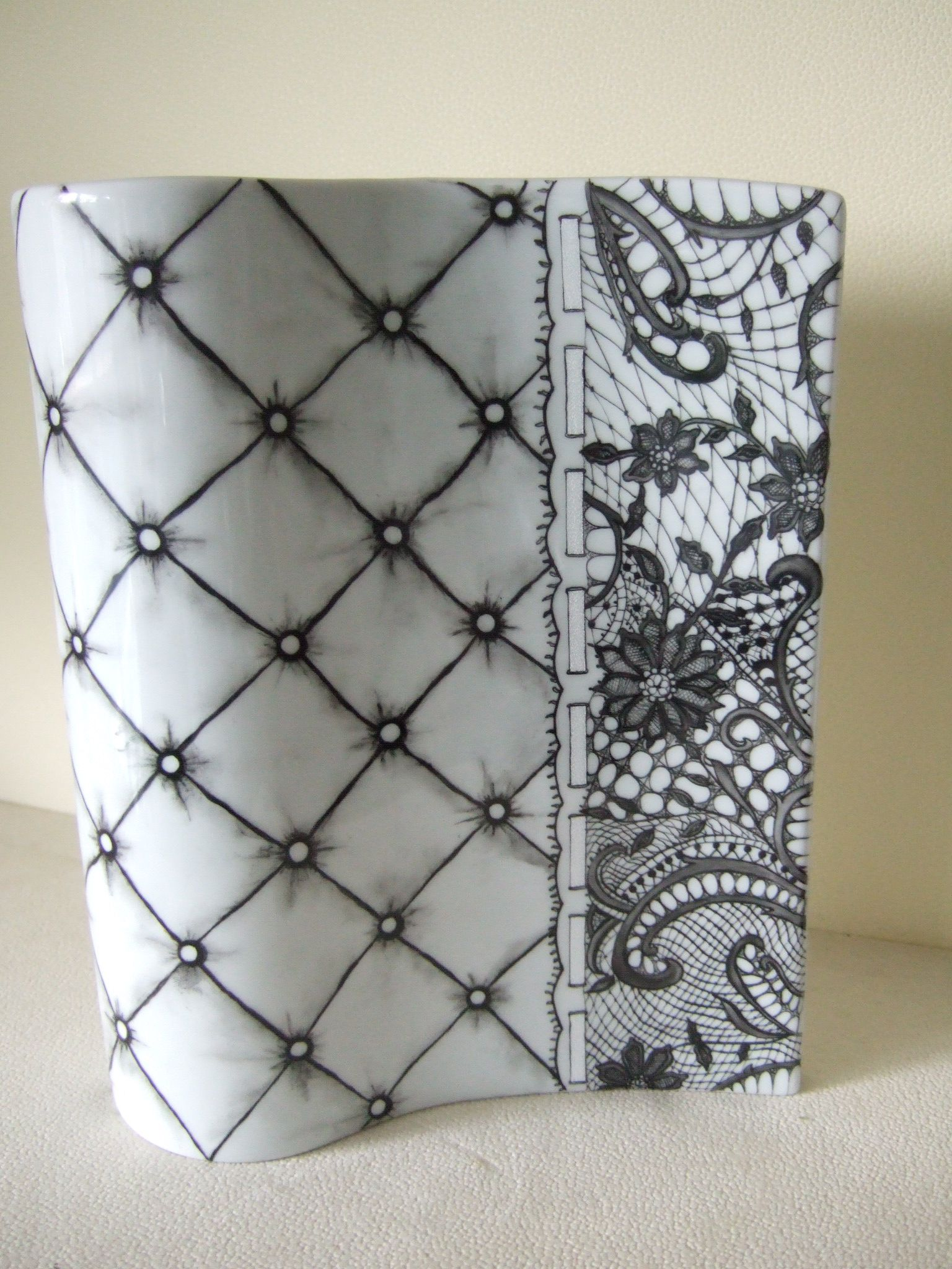 Comment Peindre De La Dentelle lace on porcelainolivia guez | peinture sur porcelaine