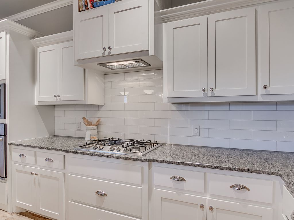 Superbe Traditional Kitchen With White Sparkle Granite Countertop, Built In  Bookshelf, Raised Panel, L Shaped, Subway Tile