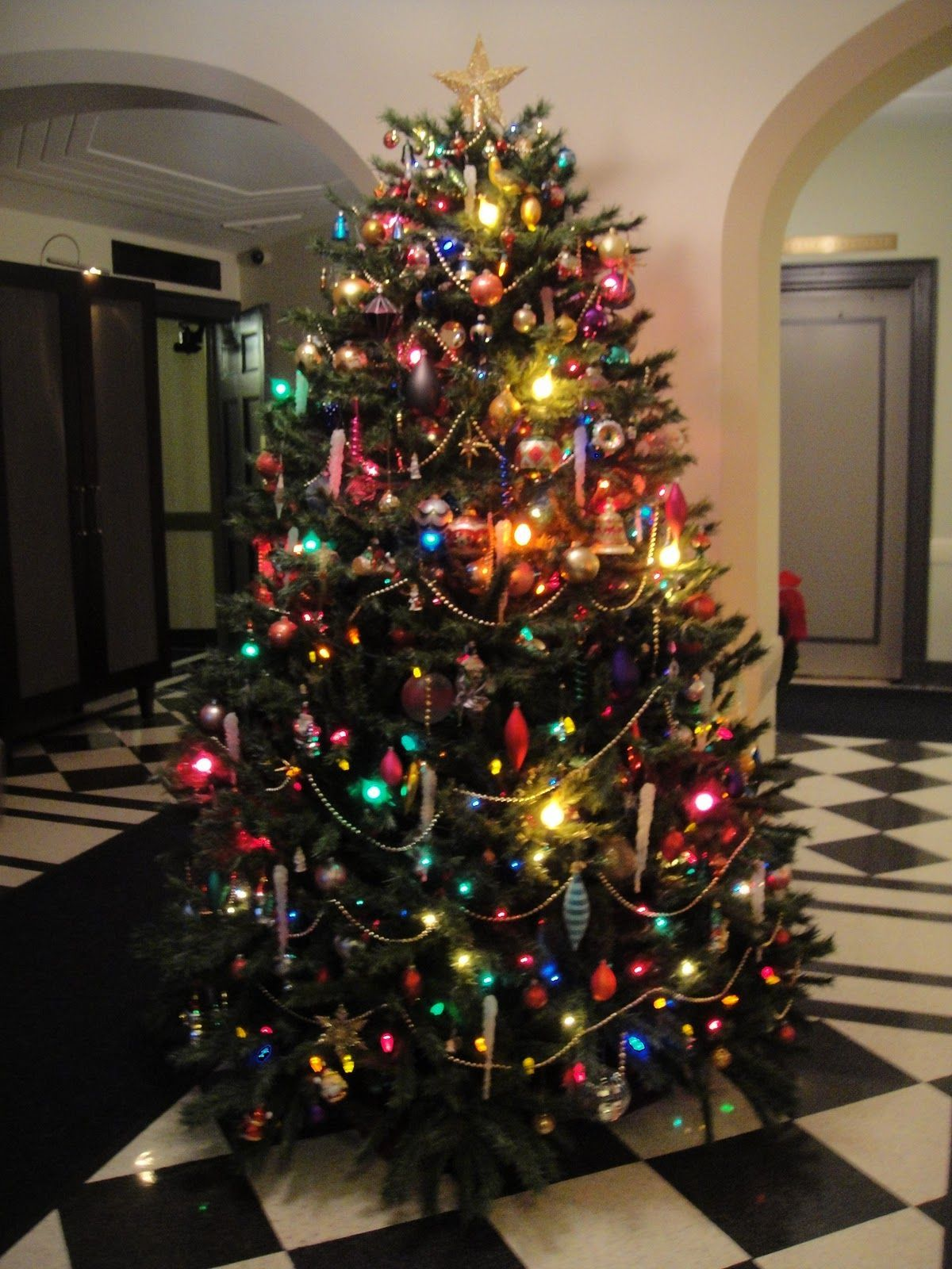 Christmas Tree Lights Colored Christmas Cozy Winterweather In 2020 Christmas Tree With Coloured Lights Colored Christmas Lights Colorful Christmas Tree
