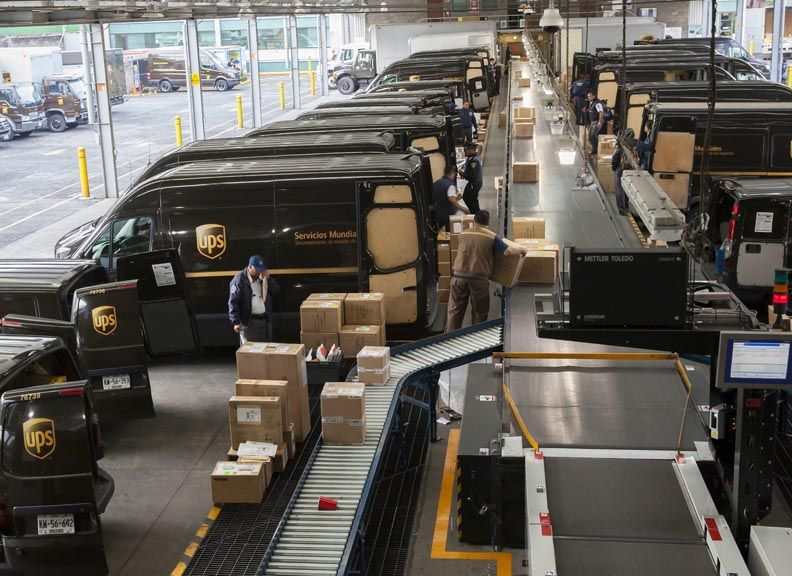 Should You Be Tempted To Buy United Parcel Service, Inc. (NYSE: UPS) At Its Current P/E Multiple?