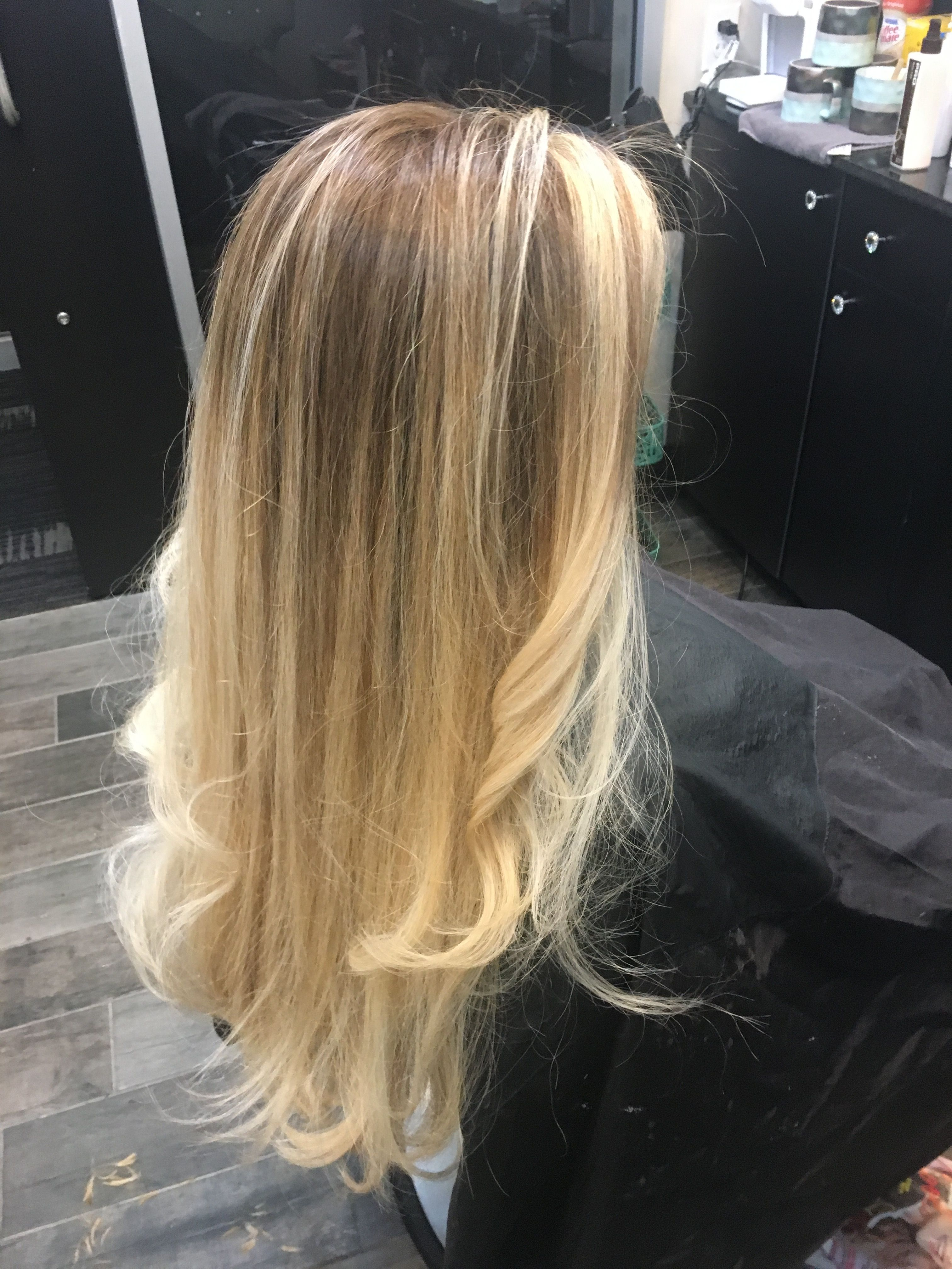 Super Long Thick Hair Balayage With Pale Blonde Ends And Dark Blond Roots Roots Look With Face Framing Highlights Dark Balayage Hair Balayage