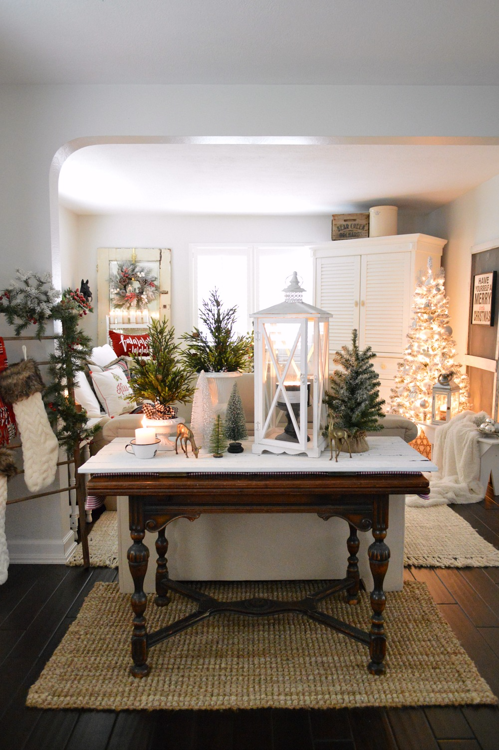 Holiday Housewalk Christmas at the cottage #christmashometour #holidayhousewalk #christmasdecoratingideas #christmashome #decoratingideas #holidaydecorating #cozychristmas #foxhollowcottage