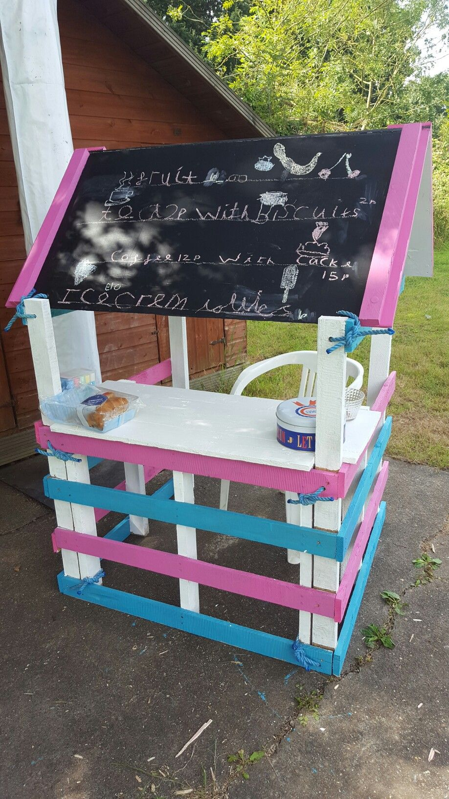 Upcycled Pallet lemonade grocery stall