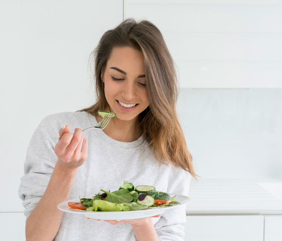 Todos los seres humanos deberíamos comer como los diabéticos. ¿Por qué? Una experta de Colsanitas explica este secreto para la buena vida.  Visita nuestra página web para conocer más sobre este tema.