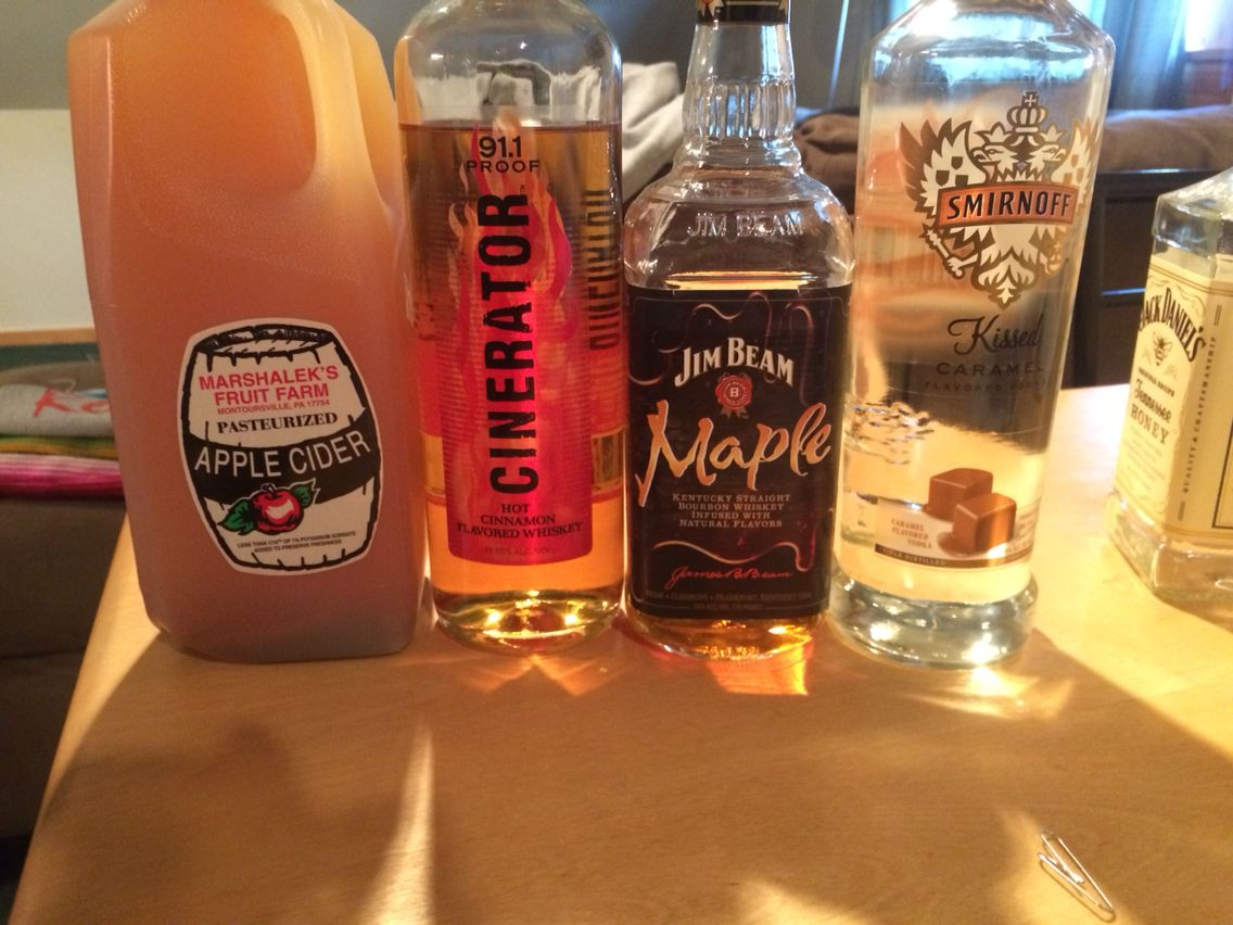 Spiked Hot Apple Cider 1 Gallon Apple Cider 2 5 Cups Maple Whiskey Jim Beam Or Crown 3 4 Cup Smirnoff Kis Apple Crown Drinks Hot Apple Cider Apple Cider Bar