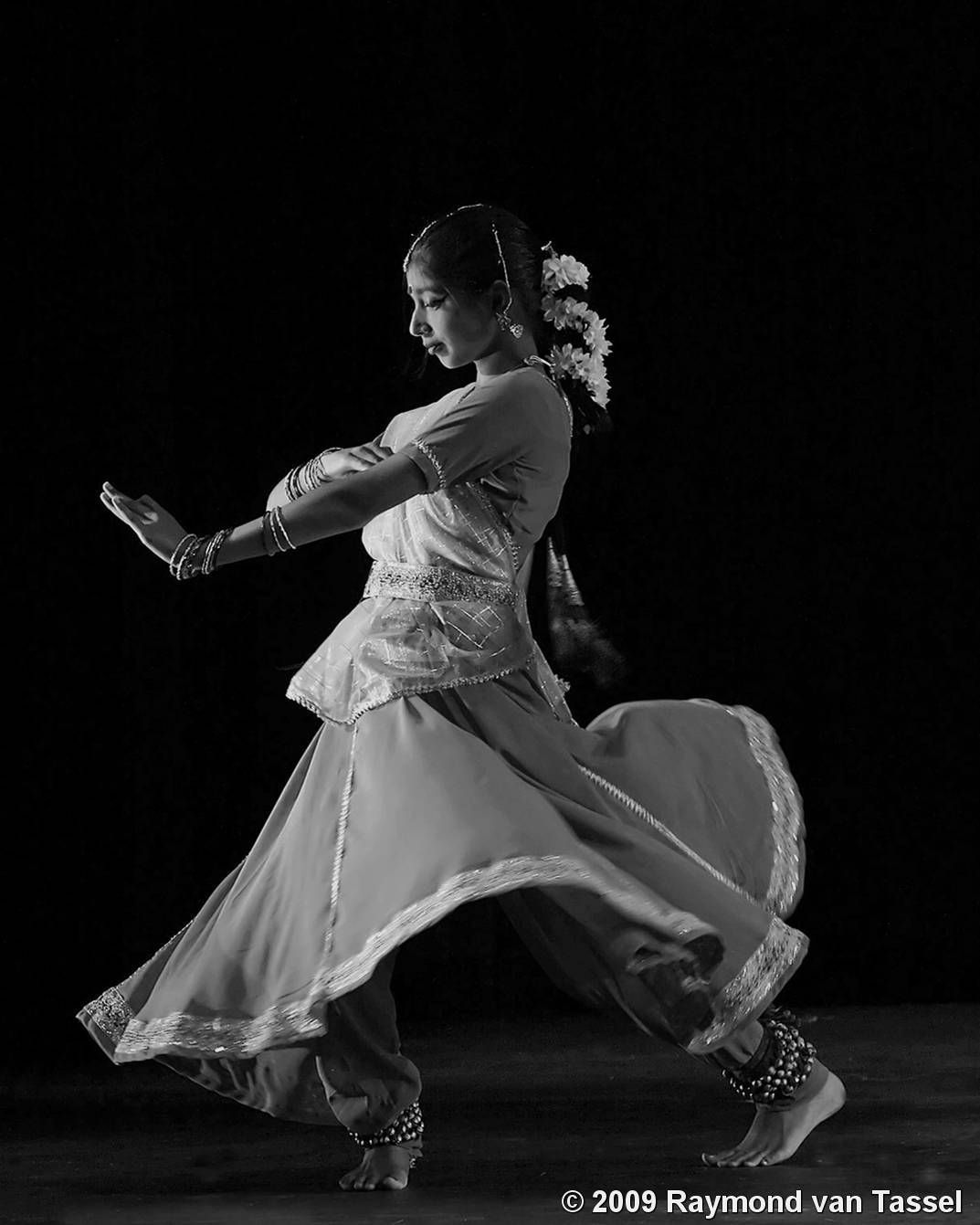 Shaam E Kathak By Raymond Van Tassel Black White Magazine Indian Classical Dance Dance Of India Kathak Dance