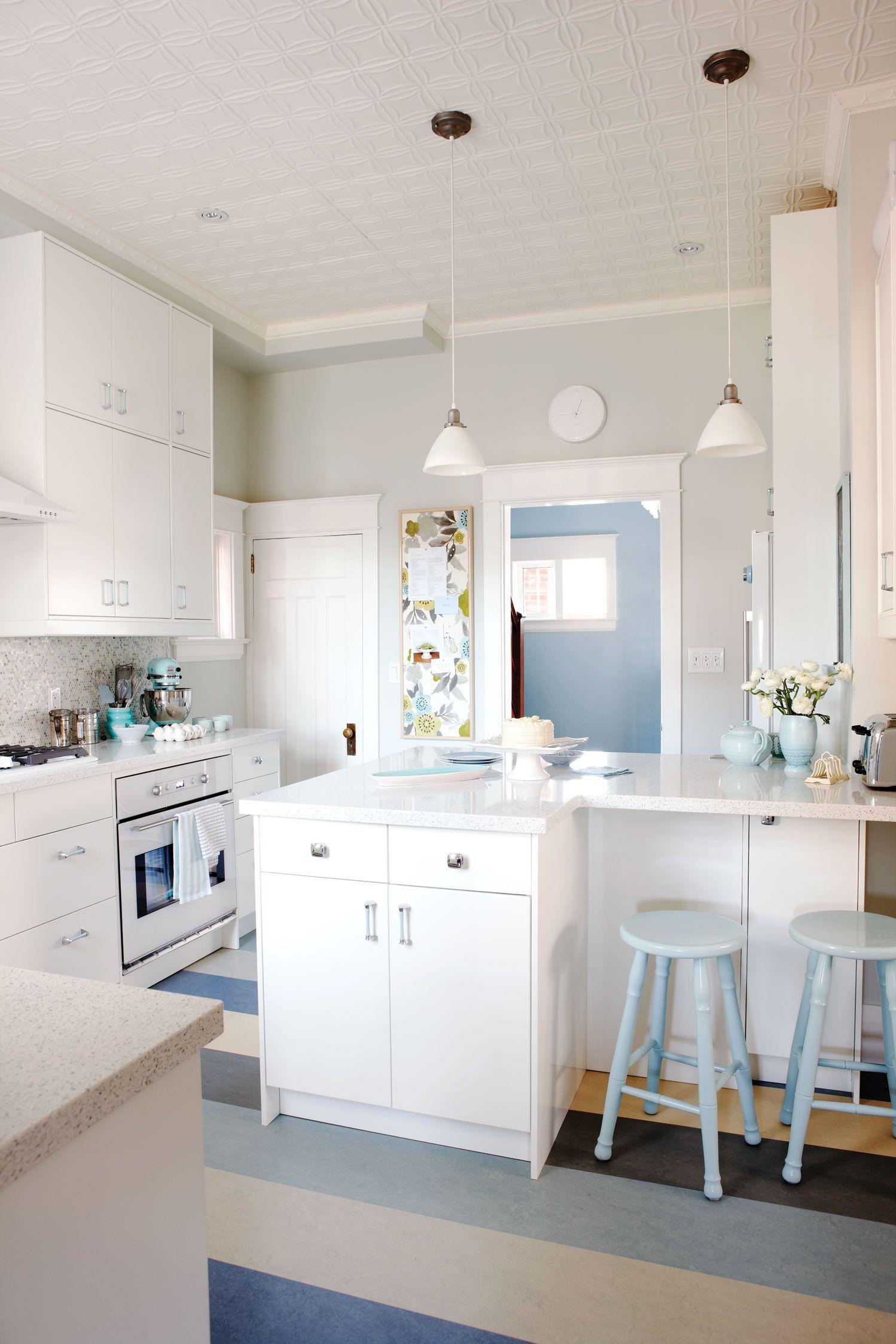Sarah Richardson designs a vintage inspired kitchen