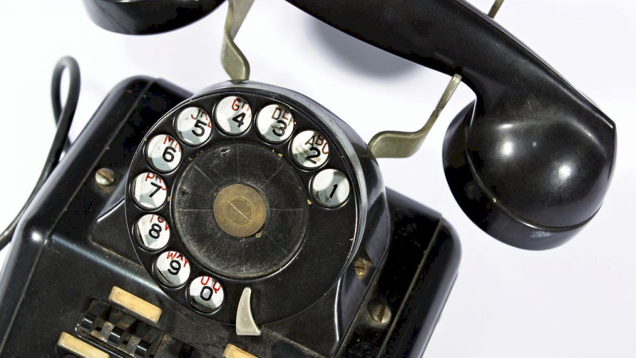 من صنع الهاتف Phone Desk Phone Landline Phone