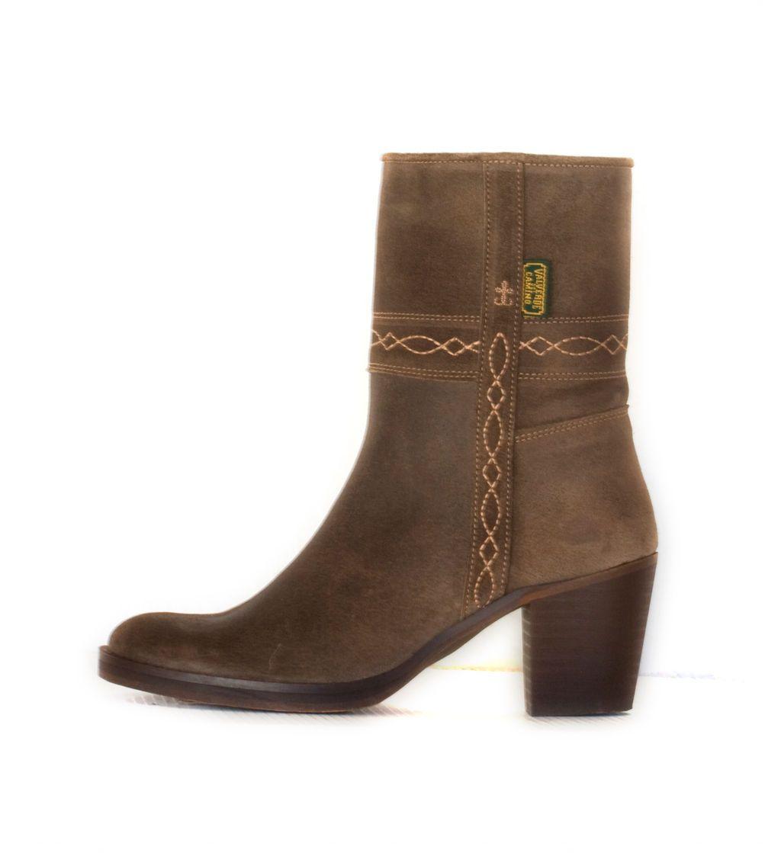 983cbd7a482 Bota campera de mujer de caña baja. MOD. 40. Ceniza  Colección de Dakota  Boots