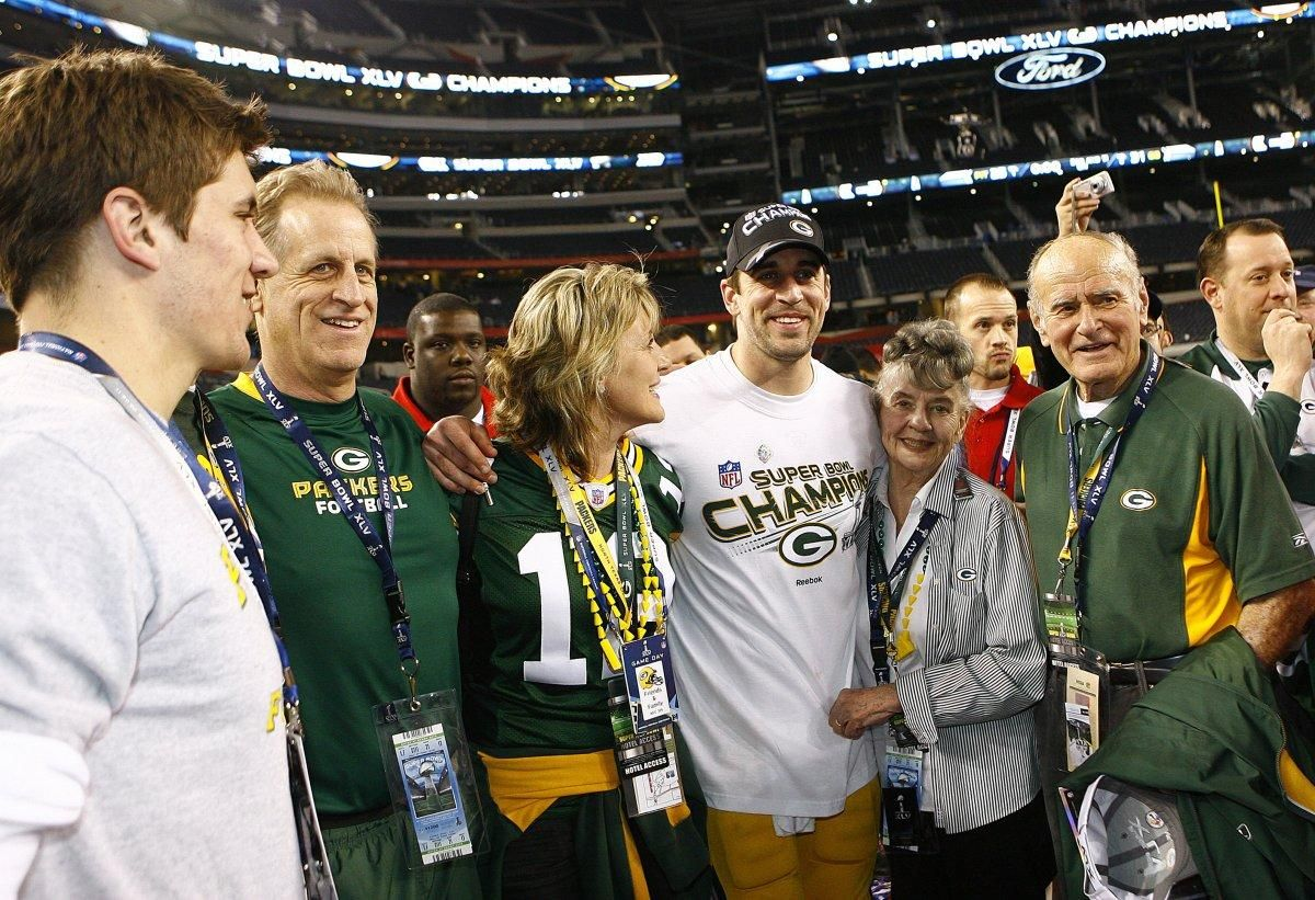 Aaron Rodgers Family Reportedly Doesn T Trust His Girlfriend Olivia Munn Which Led To Family Fallout Aaron Rodgers Aaron Rodgers Family Packers Party