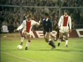 Ajax 3 Independiente 0 4 1 Agg In Sept 1972 In Amsterdam Johnny Rep Has The Ball In The Intercontinental Cup 2nd Leg Afc Ajax Ajax Soccer Field