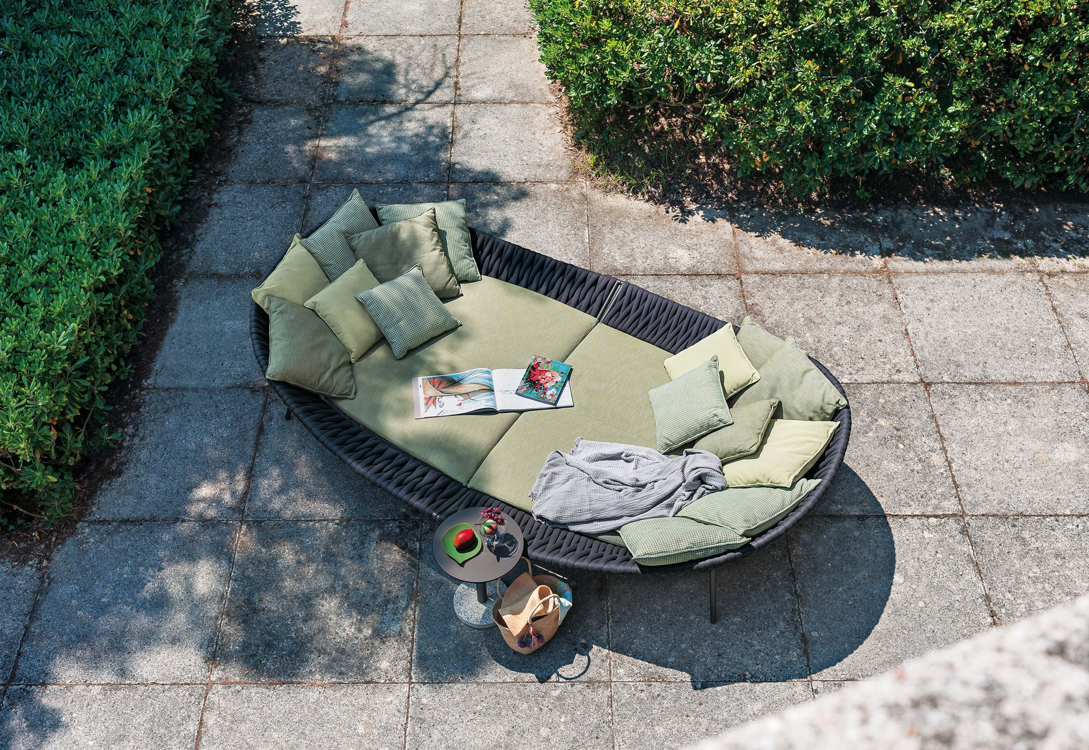 Arena 001 Daybed Outdoor Daybed Outdoor Comfort Luxury Outdoor Furniture