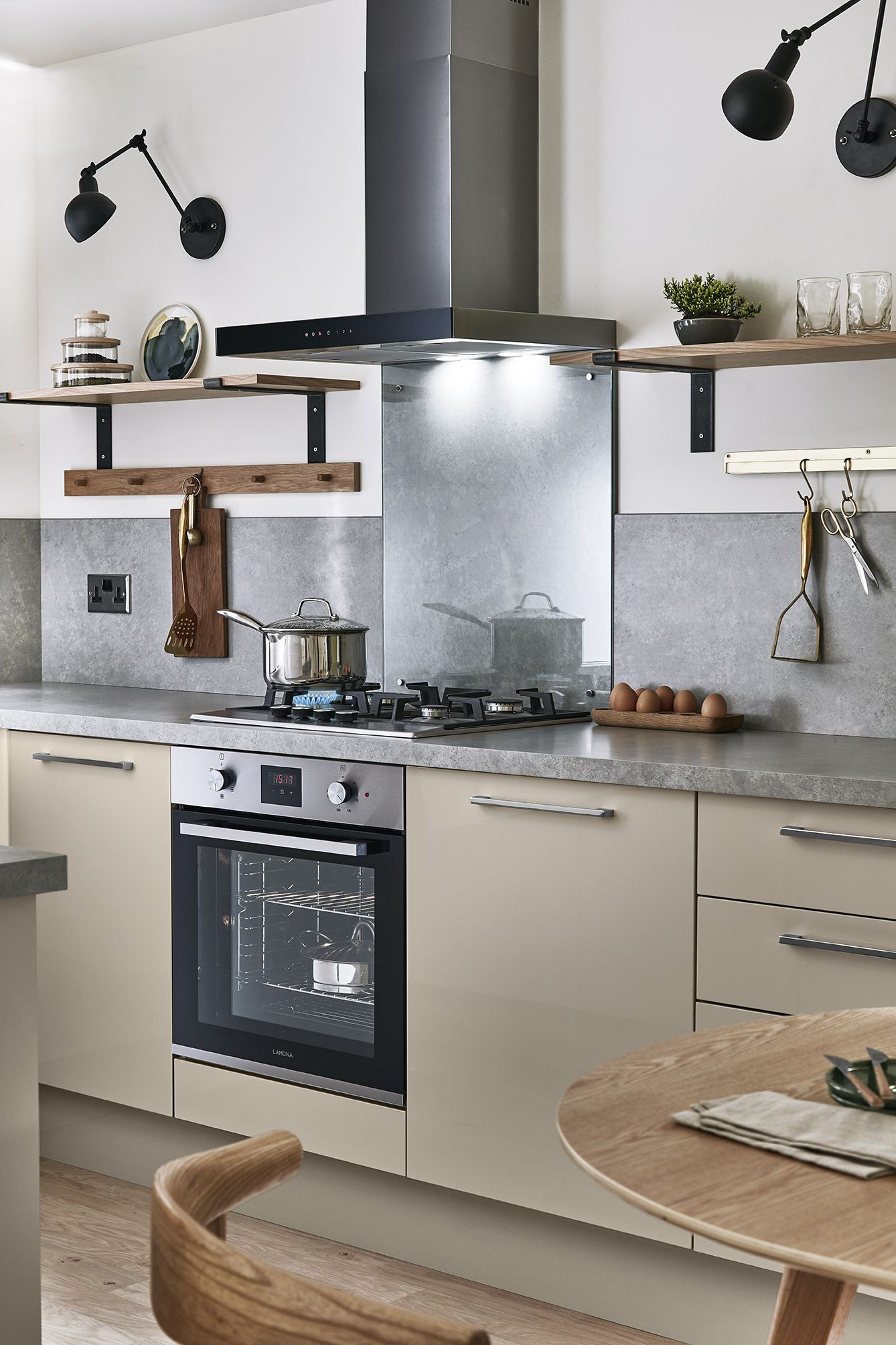 Home kitchen collection kitchen families glendevon family glendevon - The Glendevon Gloss Cashmere Kitchen From Howdens The Soft Neutral Colours Give An Inviting Warm
