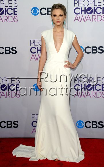 """Taylor Swift arriving at the 2013 """"People's Choice Awards"""" at the Nokia Theatre LA LIVE in Los Angeles, California - Jan 9, 2013 - Photo: Runway Manhattan/Axelle/Bauer-Griffin"""